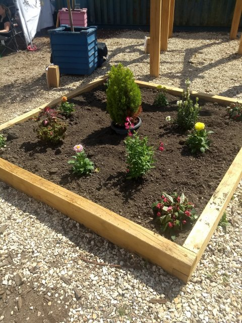Yandles Oak square raised bed