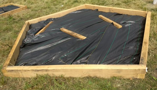 Yandles Oak polygon raised bed